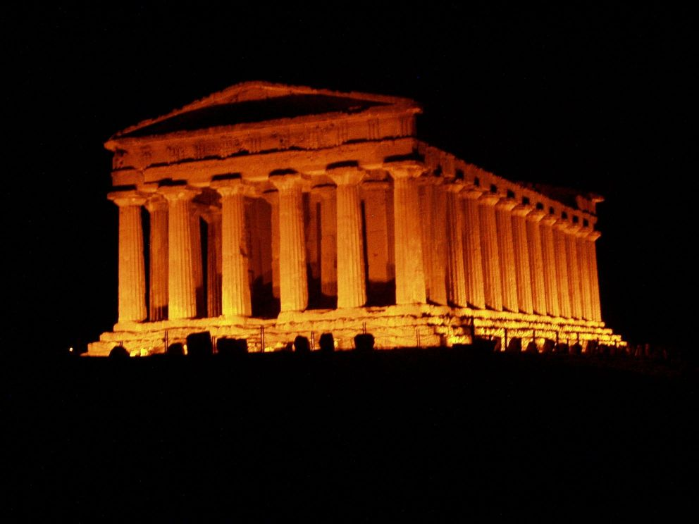 Agrigento by night by tomhawk